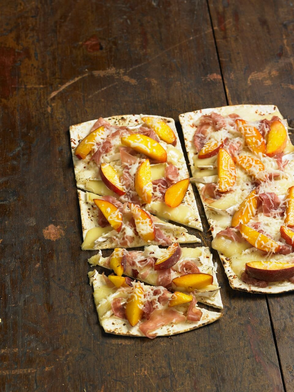 Photo of Peach and prosciutto pizza by WW