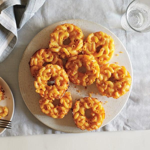 Beignes à saveur de macaroni au fromage