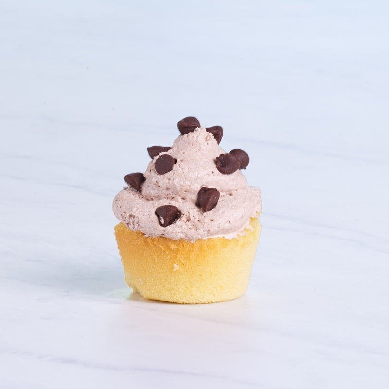 Photo of Mini cupcakes with chocolate chips & chocolate cream by WW