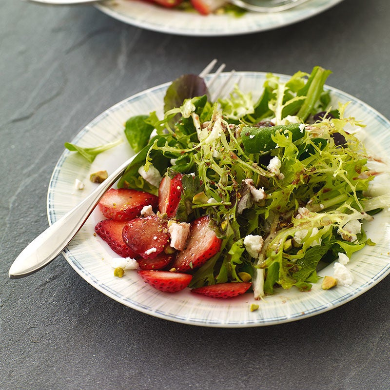Photo of Green salad with strawberries and goat cheese by WW