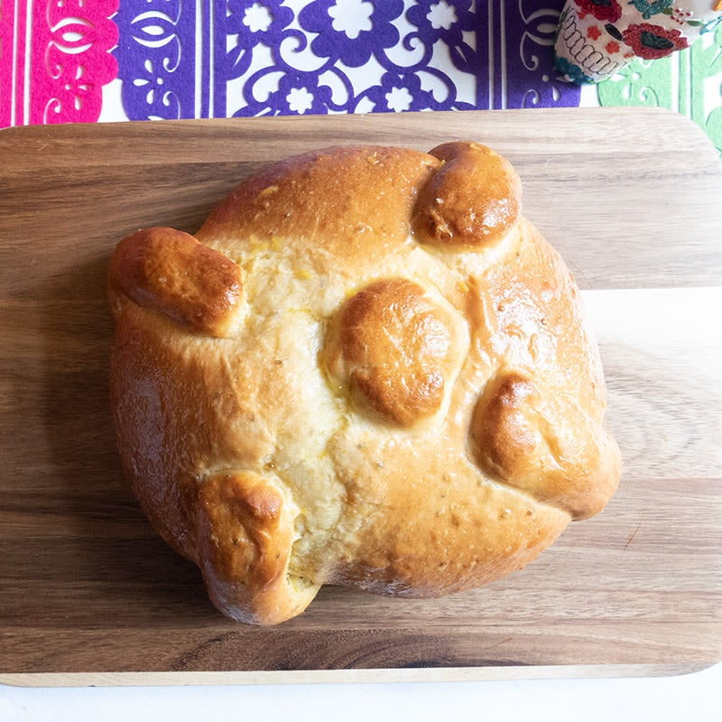 Photo of Pan de muerto (Day of the Dead bread) by WW
