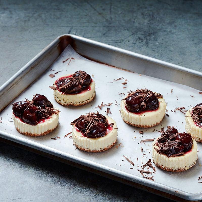 Photo of Dark chocolate-cherry cheesecakes by WW