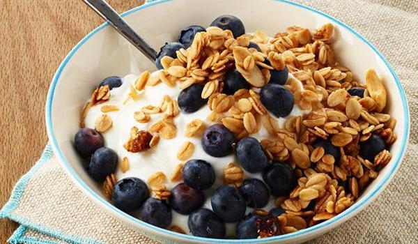 Yogourt aux bleuets et aux céréales