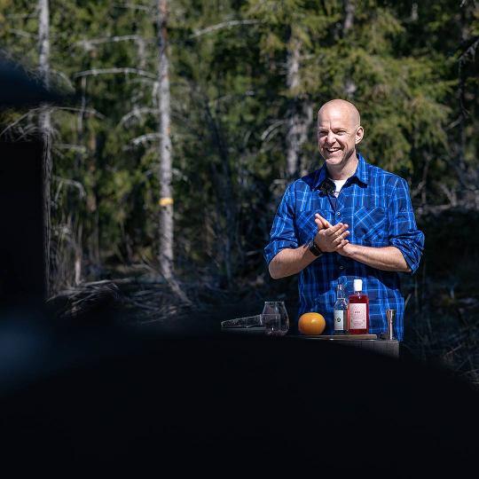 """Johan """"Matgeek"""" Hedberg förbereder grillen"""